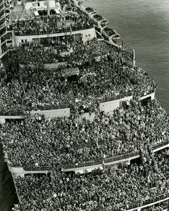 The liner Queen Elizabeth bringing American troops into NY Harbor at the end of WWII, 1945.jpg
