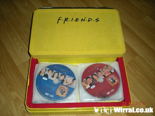 friends-the-complete-1-10-season-box-set-40-disc_2.jpg