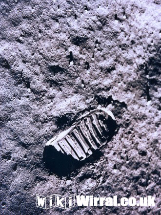 679-wikiwirral-moonfootprint.jpg