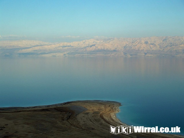 800px-Dead_Sea_by_David_Shankbone.jpg
