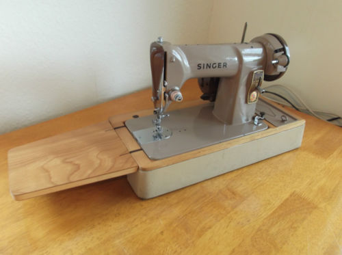Singer sewing machine.JPG